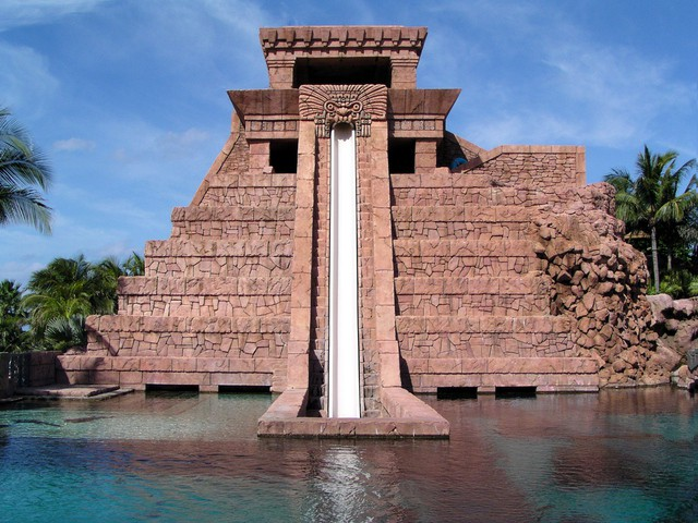 atlantis-waterslide-1523874-640x480