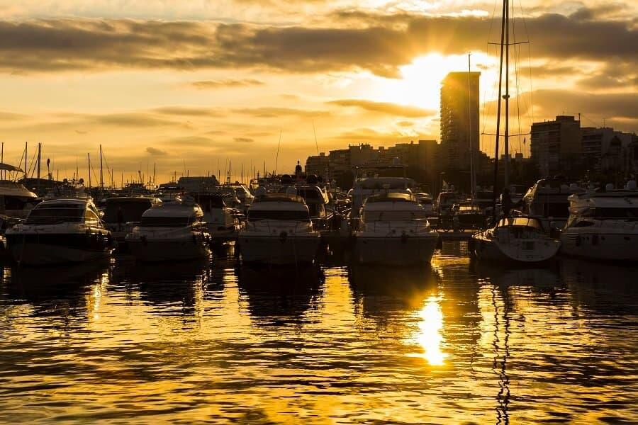 alicante-marina-at-dusk-with-boats