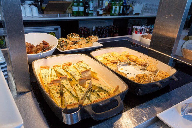 hot-food-at-the-aspire-plus-lounge